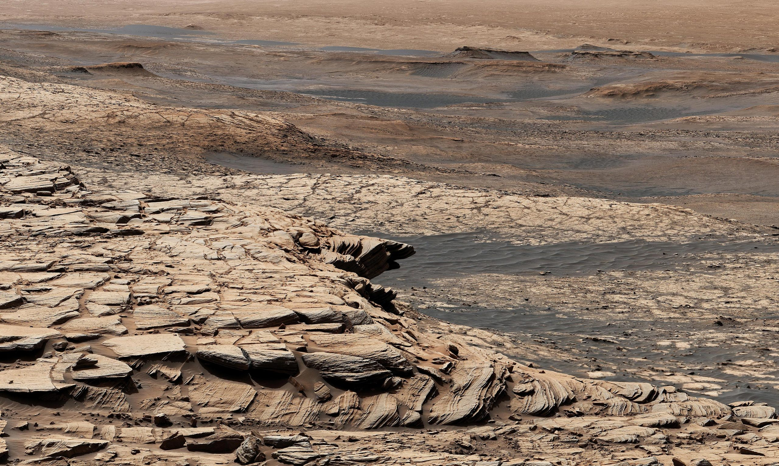 Curiosity rover view of a clay-rich unit in Gale Crater, taken on April 9, 2020